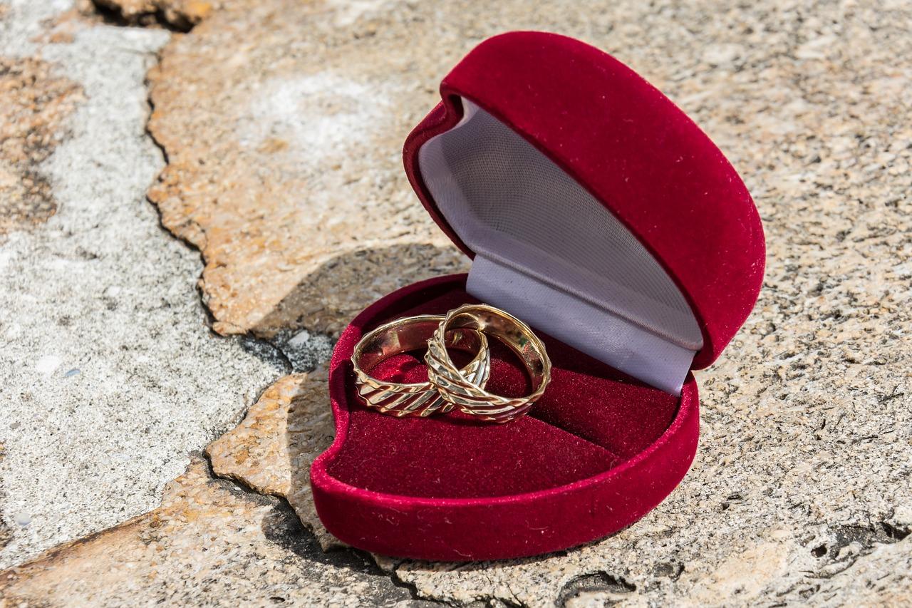5 טיפים לקניית תכשיטים מהממים ליום האהבה